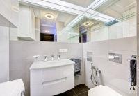 Светлые тона лучше всего подходят для ванной комнаты.