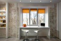 Рабочее место хорошо организовать у окна, видоизменив для стола подоконник.