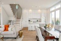 В одном помещении необходимо оптимально расположить кухню, гостиную и спальню.