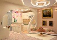 Другие, наоборот, размещают мебель вдоль стен, оставляя пространство для перемещения в середине комнаты.