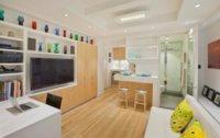 Разница напольного покрытия поможет разграничить интерьер квартиры-студии.