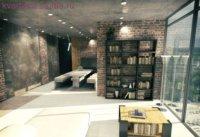 Бетонный потолок, самодельный журнальный столик.