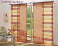 Окна желательно оформлять длинными шторами и раздвигать их только днем.