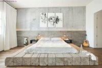 Подиум, выполненный из обычных бревен для спальной зоны.